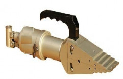 Integral Hydraulic Flange Spreader by Chintan Sales