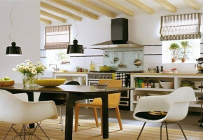 Modular kitchen With Dining Table by Aakarshan Modular Kitchen & Wood Interiors